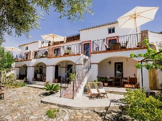 Ground Floor Studio Apartment in Lakeside Andalusian Finca, Antequera