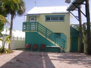 Palm Place-Affordable Keys Canalfront w/Huge Deck!, Maratona