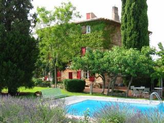 Authentique Mas Provençal du 18ème avec piscine