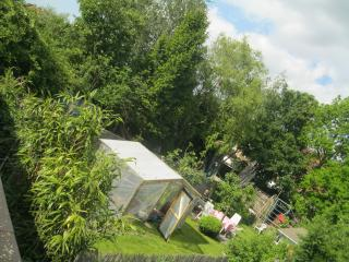 Sunshiny house to rent in school holidays, garden!, Gante