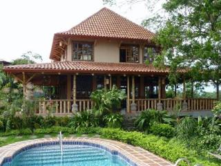 Panoramic Views, Bali Style, Private in Picaflora, Atenas
