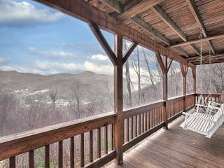 Falcon Ridge - Mountain Views, Hot Tub, Fire Place, Clean, Private, 2 Masters, Maggie Valley