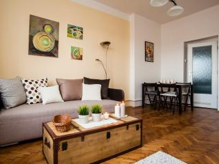 Apartment Klara2 close to Castle,on tram,nice view, Praga