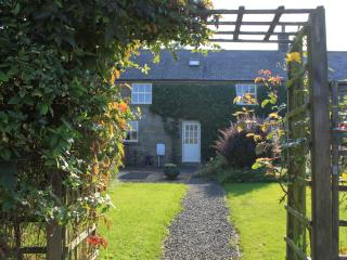 Middle Barn a family and pet friendly luxury cottage sleeping 6 in 3 bedrooms, Embleton