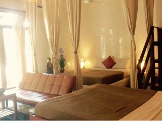 5 - Large 2 BR villa,3 queen beds, Free Breakfast, Kuta