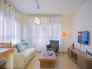 Suite Ocean- 2BR- Sleep 6- Parking (1 min. Beach), Tel Aviv