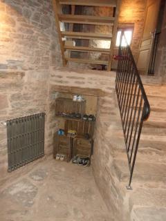 L'entrée déservant les différents paliers avec accès aux chambres