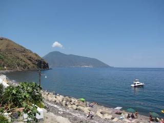 bivani sul mare (lato ponente) -Acquacalda- Lipari