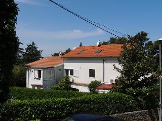 Charming apartment Pejnović 502 near the beach in Malinska