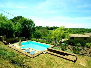 Detached house with private and fenced pool near Bolsena-Orvieto. Airco, Wi-fi
