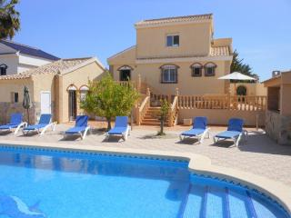 (463) Casa Helena 3 bed villa air-con large private pool Wi-Fi close to amenties