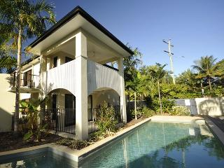 Platinum - Trinity Beach - Three Bedroom Apartment, Cairns