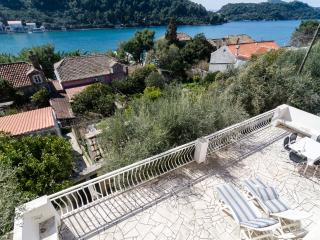 Guest House Boroje - Three Bedroom Apartment with Terrace and Sea View
