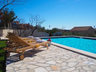 Villa Antonija - Four-Bedroom Villa with Terrace and Private Pool, Cilipi
