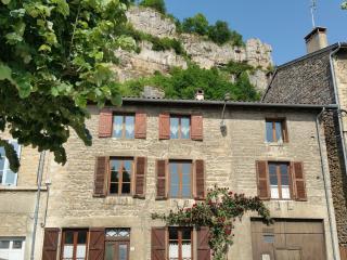Rhône et Vignes Maison avec piscine-spa intérieure, Saint-Sorlin-en-Bugey
