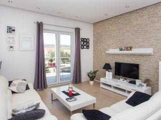Apartment Kulas - Three Bedroom Apartment with Terrace and Sea View, Mlini