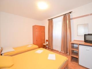 Apartments Deni - Triple Room with Private External Bathroom, Kotor