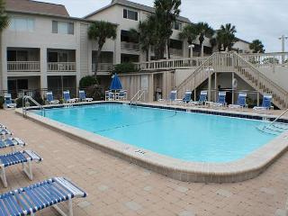 Ocean/Pool View Condo at Four Winds, Flat Screens, WIFI, Balcony, 2 Pools, Saint Augustine
