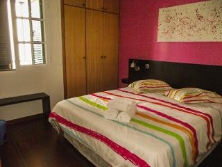 CASA DA AVENIDA. Bedroom with qeen bed size (1,60m x 2,00m) with heating
