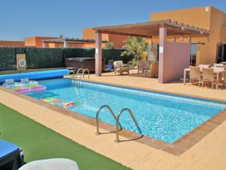 Craigys -  jacuzzi, heated pool and *car*, Caleta de Fuste