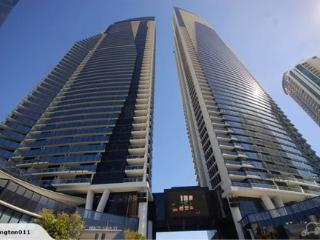 PRIVATE APARTMENT CIRCLE ON CAVILL 2BED RIVER VIEW, Surfers Paradise