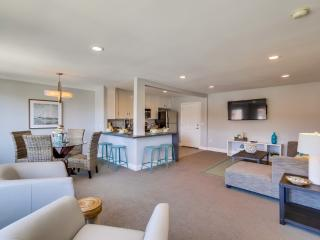 Stunning TOP FLOOR *OCEAN 3 BLOCKS*, La Jolla