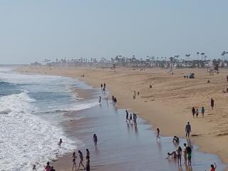 BeachFront and Boardwalk - Luxury 3 Bedroom 2 Bathroom Condo, Newport Beach
