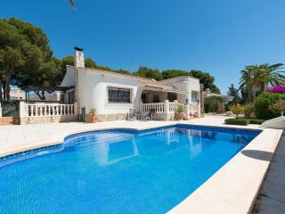 Immaculate 5 Bed 3 Bath Villa with Hot Tub & Pool, Campello