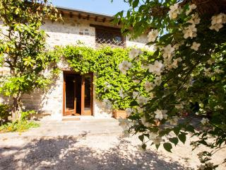Casa Gamberaia stone cottage