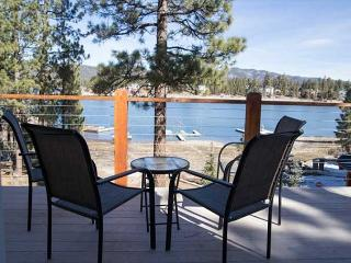 PRIVATE HOT TUBS & BOAT DOCK   LAKEFRONT   FIREPLACE  VIEWS