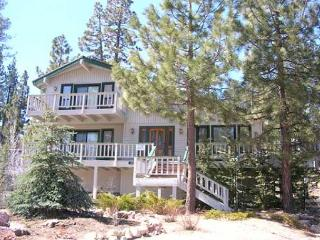 LAKEVIEW!  WALK TO  LAKE & Marina VIEWS  Close to Ski Slope HOT TUB, GAMEROOM, Big Bear Region