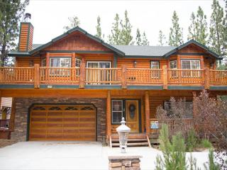 WOW! DISCOUNTED!! 5 STAR! BEAUTIFUL BRIGHT! HOT TUB!  Game Room! CLOSE to LAK, Big Bear Region