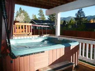 FREE 3rd NIGHT  Sun to Thurs!  HOT TUB! NICE!  GAME ROOM Wet Bar more!, Big Bear Region