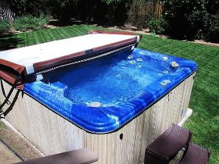 NEW private HOT TUB! 10-12 ppl  Close to LAKE & Village!