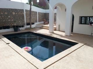 RIAD heated swimming pool, JACUZZI, ocean, sleeps 10 view, Tamraght