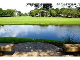 190 Twin Oaks-WOW! View of the famous Harbour Town Golf Links/FULLY RENOVATED