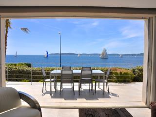NEW VILLA with PANORAMIC SEA VIEWS, very CENTRAL !, Ste-Maxime