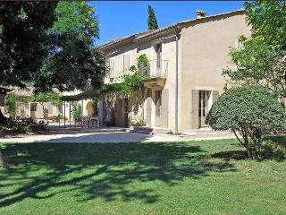 Lovely 18th Century Mas in Heart of Provence, with Tennis Court, Swimming Pools, and Private Park, Uzes