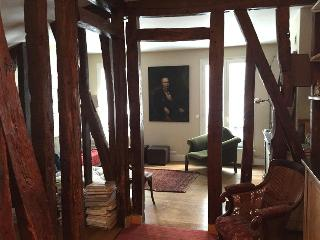 A house in Paris!  3 Bedrooms, 3 Baths, and a Terrace, Great kitchen, and near Rue Cler, Parigi