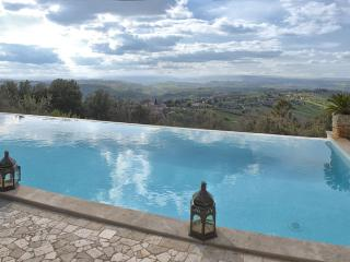 Villa La Perla, A Beautiful Home and A Magnificent  Countryside Panorama, Sleeps 9, Calvi dell'Umbria