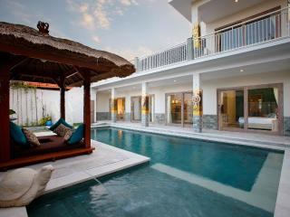 Villa Adon  Big 4*10m Pool. Child safe! Special rate from 29 June till 6 July!