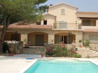 Belle villa de style provencal a cote de Bedoin