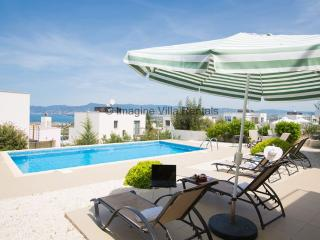 Esprit 26, 3 bed with pool, panoramic sea views