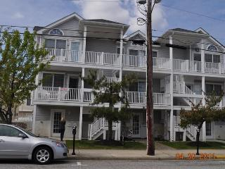 3BR, 2BA, One Block From the Beach. Quiet South End
