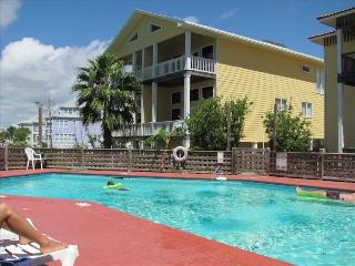 3BR/3BA Property W/ Views of Lagoon, Beach & Pool