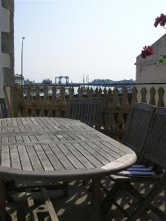 Terrasse au 1er étage , vue port de plaisance