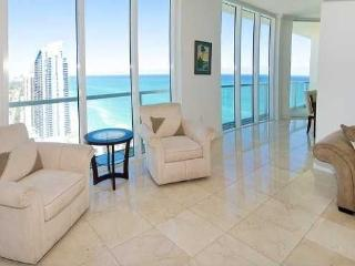 Luxurious And Spacious PENTHOUSE On The Beach, Sunny Isles Beach