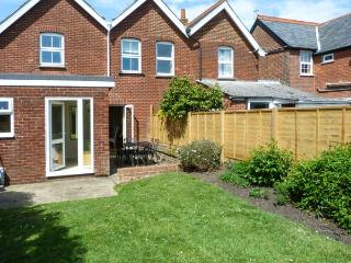 ORMAN COTTAGE, WiFi, close to coast, flexible sleeping, in Yarmouth, Ref. 912220