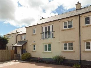 15 LAUNDRY MEWS, open plan living, WiFi, high quality accommodation in centre of