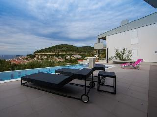 Villa Mara seaview and pool, Vis